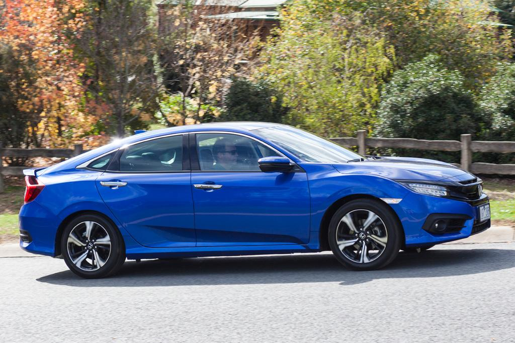 Mazda3 Vs Hyundai Elantra >> Honda Civic RS v Mazda3 SP25 GT 2016 Comparison - motoring.com.au