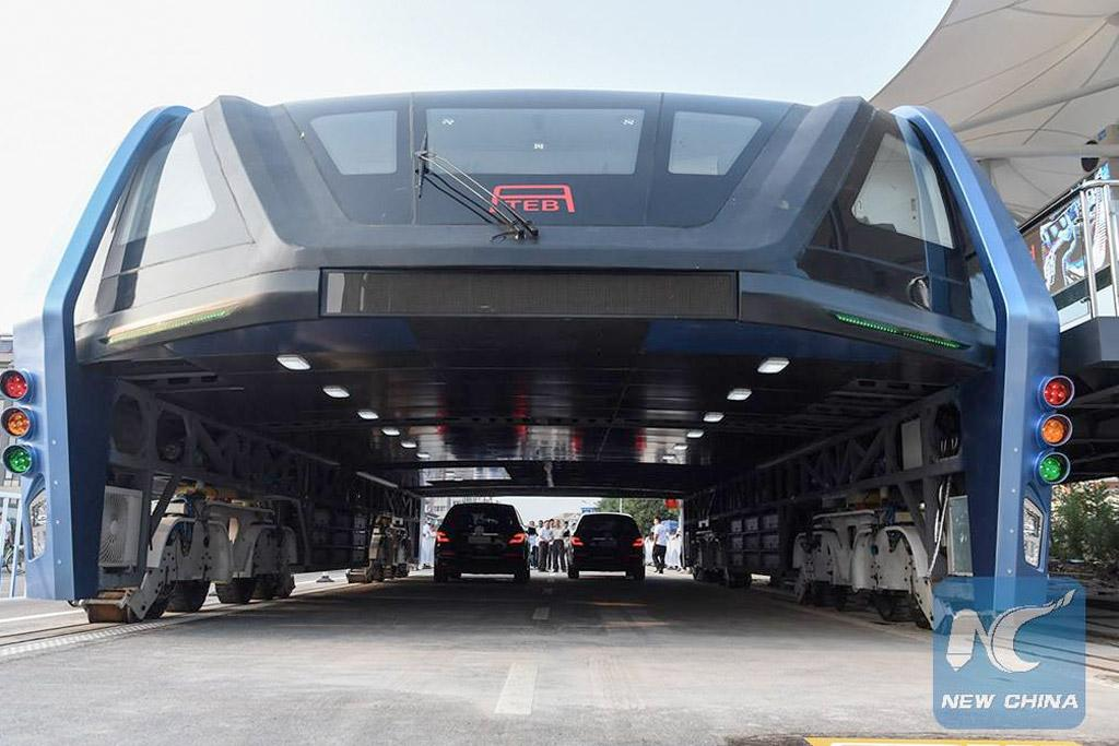 Chinese bus eats cars - motoring.com.au