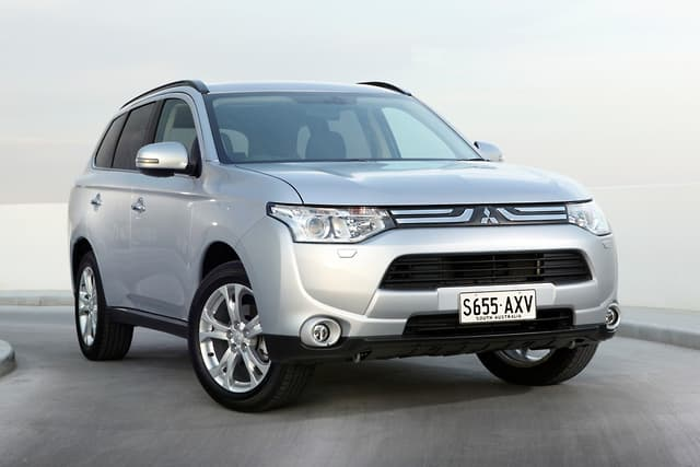 Mitsubishi cuts prices for MY14 Outlander - motoring com au