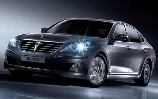Larger Than The Rear Wheel Drive Genesis Equus Is Hyundai S Answer To Lwb Luxury Cars From Bmw Mb And Lexus