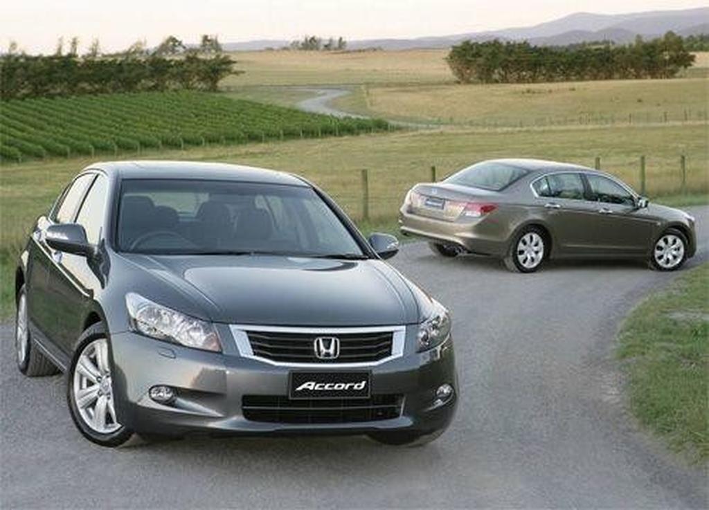 Honda Accord VTi and V6 Compared - motoring.com.au