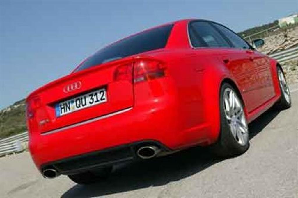 Audi RS Motoringcomau - 2005 audi rs4