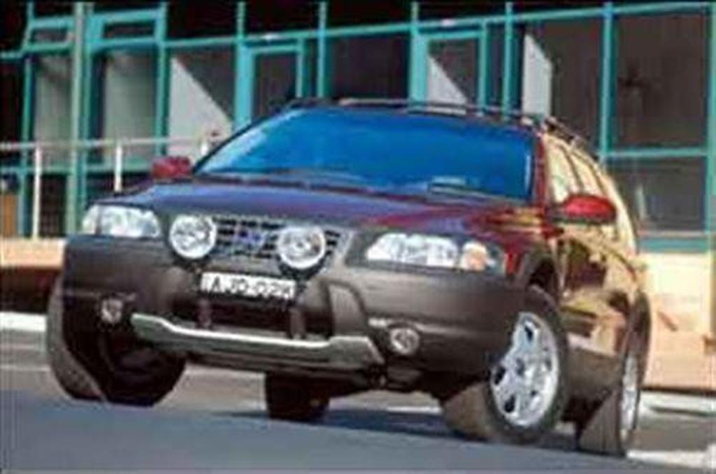 Volvo V70 XC - motoring com au