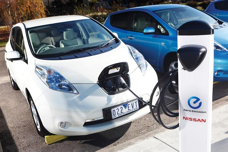 Nissan Targets Real World 200km Driving Range Before First Generation LEAF  EV Is Replaced