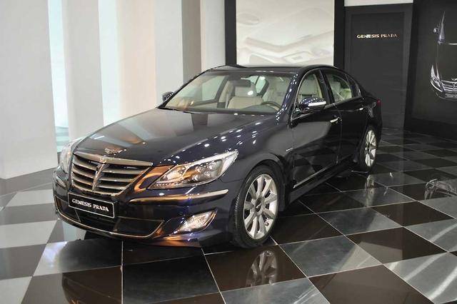 Hyundai Genesis Prada - motoring.com.au
