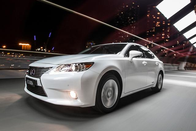 specs very forefront review crop lineup first s been es new the reviews member but awe series drives lexus it a on of their and shock photos beginning lg has steadfast cars never since