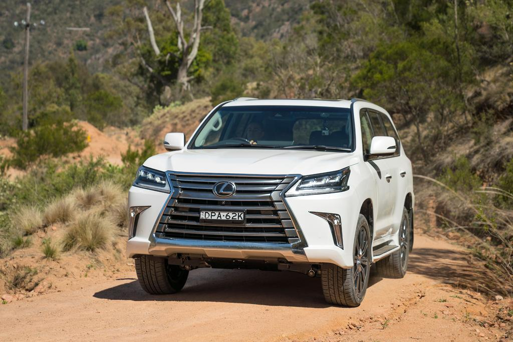 2018 lexus lx570 review road test gearopen. Black Bedroom Furniture Sets. Home Design Ideas