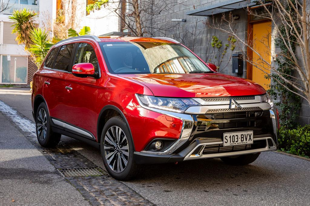 updated 2019 mitsubishi outlander now on sale. Black Bedroom Furniture Sets. Home Design Ideas