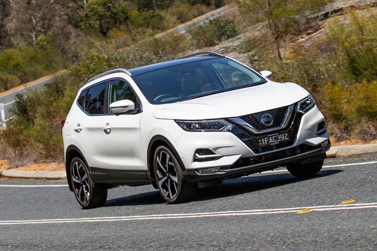 nissan qashqai 2018 review. Black Bedroom Furniture Sets. Home Design Ideas