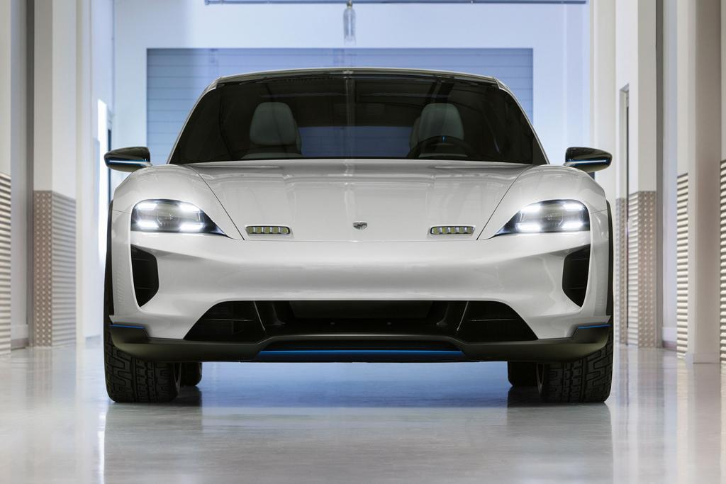 GENEVA MOTOR SHOW: Porsche Mission E Cross Turismo Busts Out